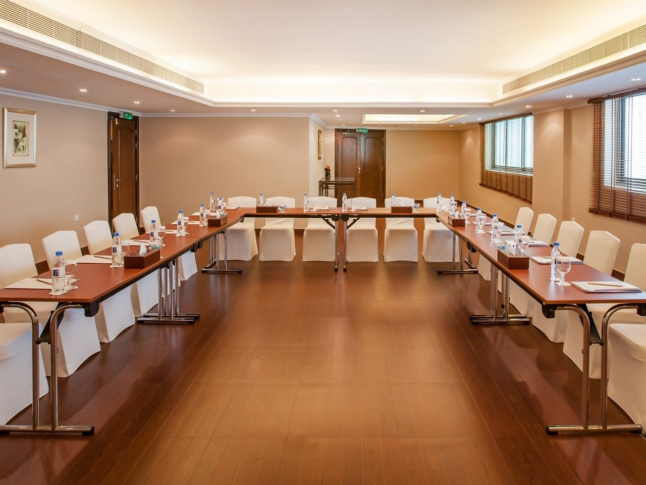 Al-Muraqqabat-Boardroom-2
